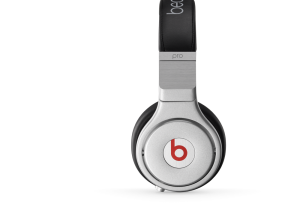 Beats by Dre overear-pro-black-standard-side